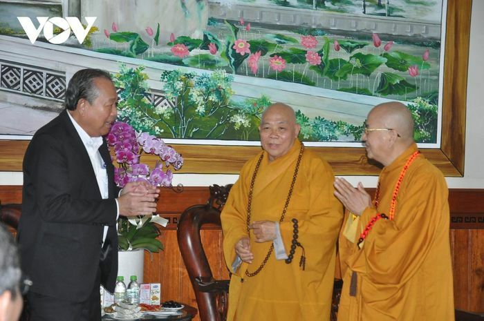 Phó Thủ tướng Trương Hòa Bình viếng hương Trưởng lão Hòa thượng Thích Thiện Duyên