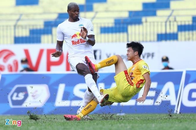 CLB Thanh Hóa 0-0 HAGL: Quốc Phương đá phạt táo bạo