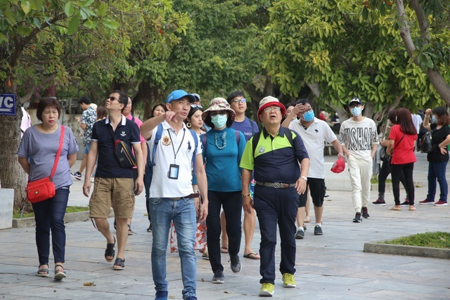 """Lo dịch bùng phát: Du lịch """"nín thở"""", khách lưỡng lự hủy tour 30/4"""
