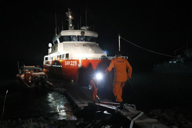Vết dầu loang từ tàu ngầm Indonesia mất tích: Tín hiệu từ thủy thủ đoàn?