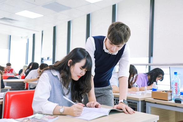 """Hướng học tiếng Anh ở bậc đại học để không """"ngáng đường"""" tương lai"""