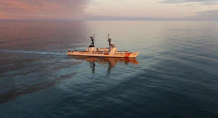 Tàu tuần tra lớp Hamilton của Mỹ tiến vào Biển Đen