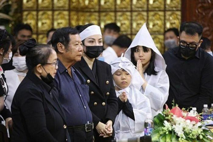 """Bố mẹ Vân Quang Long tiếp tục """"ám chỉ"""" Linh Lan, lên tiếng về tiền phúng điếu trong lễ tang con trai ở Mỹ"""