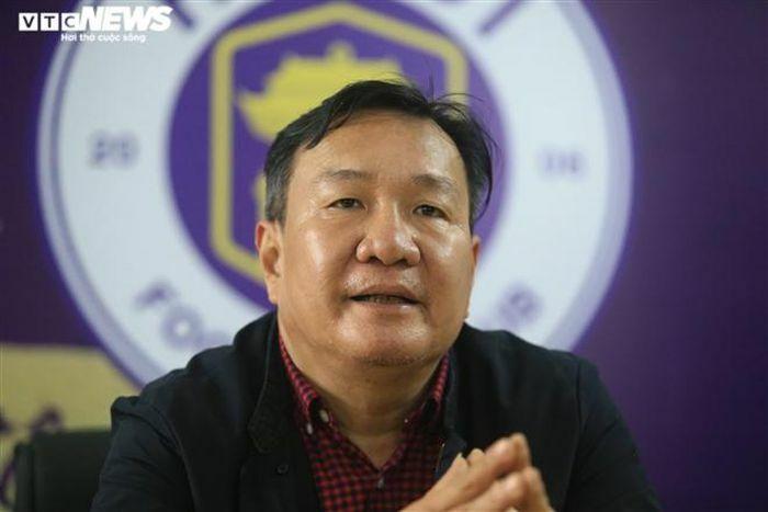 """HLV Hoàng Văn Phúc: """"Hà Nội FC tiếp tục bám đuổi, đua vô địch"""""""