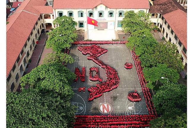 Ngôi trường hơn trăm tuổi với kiến trúc tuyệt đẹp, chất lượng đào tạo luôn thuộc top đầu, có hai cựu học sinh vừa trở thành tân Bộ trưởng