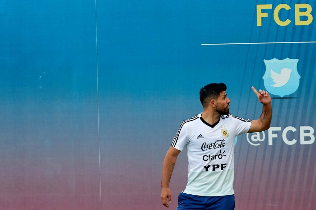 CĐV Barca ủng hộ CLB chiêu mộ cái tên này làm đối tác cho Messi