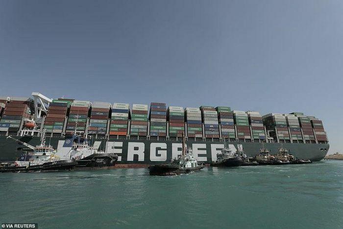 """""""Phát súng"""" cảnh báo từ vụ tắc nghẽn kênh đào Suez"""