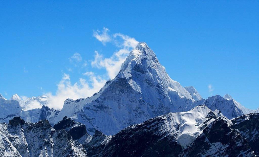 """Đỉnh núi nào được gọi là """"Thánh mẫu của vũ trụ""""?"""