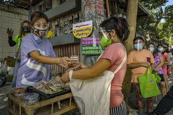 Tranh cãi về các tủ đựng thức ăn cộng đồng trong mùa dịch ở Philippines