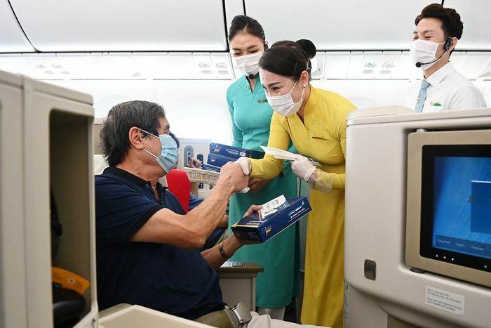 Nhiều món quà bất ngờ nhân ngày 30/4 trên các chuyến bay của Vietnam Airlines
