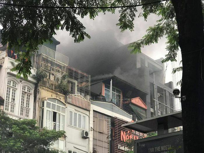 Hà Nội: Cháy lớn tại một nhà hàng trên phố Thái Hà