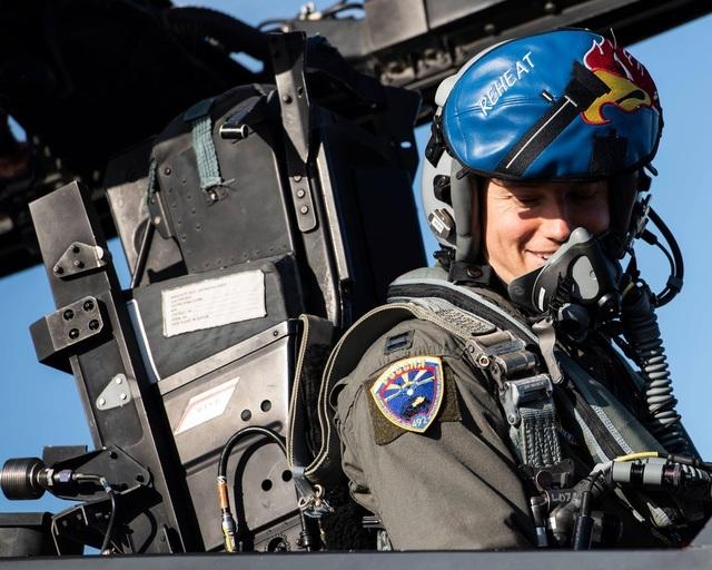 Ảnh phi công F-15 Mỹ đeo phù hiệu không quân Nga gây xôn xao