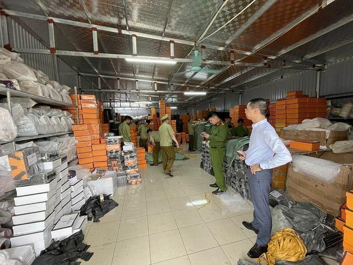 Vụ kho hàng giả mạo nhãn hiệu tại Nam Định chuyển sang công an điều tra, xử lý