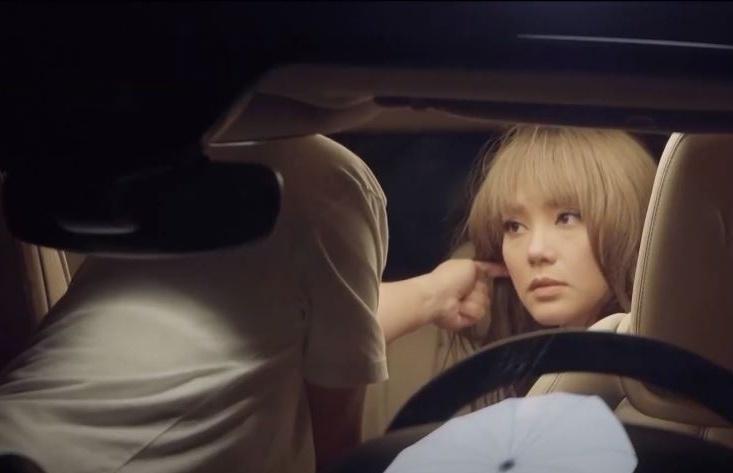 """Minh Hằng gây sốc với """"cảnh nóng"""" trên ô tô trong """"Bẫy ngọt ngào"""""""