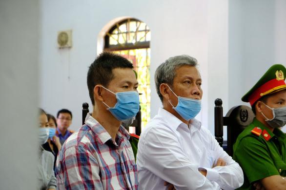 Phiên tòa xử Trịnh Sướng: Tranh luận xăng kém chất lượng hay xăng giả?