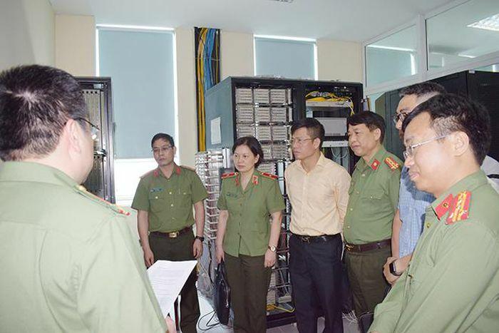 Kiểm tra, đánh giá hệ thống bộ đàm tại Công an tỉnh Hưng Yên