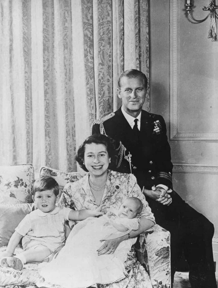 Những khoảnh khắc sánh đôi khó quên của Nữ hoàng Elizabeth II và Hoàng tử Philip