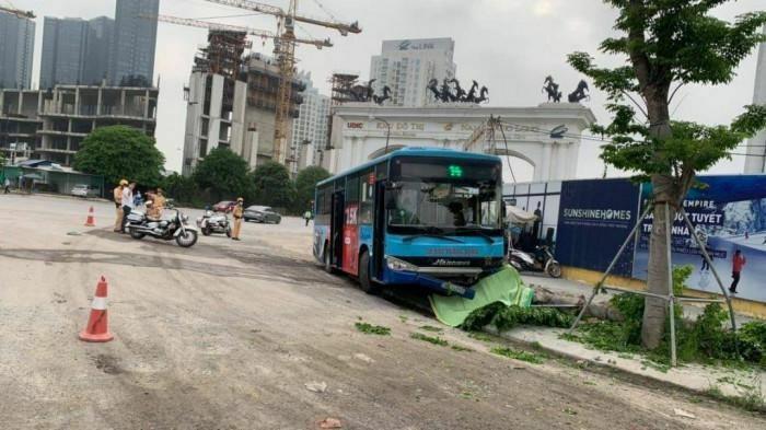 Xe buýt Thăng Long đâm người bộ hành tử vong tại quận Bắc Từ Liêm