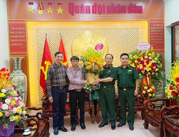 Báo CAND chúc mừng Tổng Biên tập Báo QĐND vinh dự được thăng cấp bậc hàm Thiếu tướng