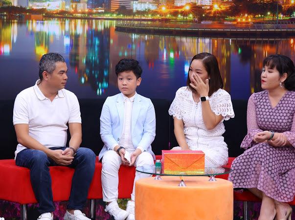 """MC Ốc Thanh Vân bật cười khi cậu bé 9 tuổi đòi """"phạt roi"""" ba khi ba hút thuốc"""