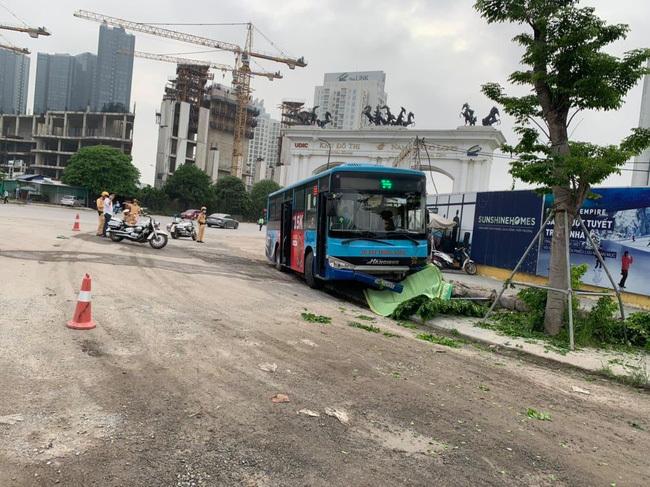 Hà Nội: Xe buýt Thăng Long tông tử vong người đi bộ trước cổng Khu đô thị Ciputra
