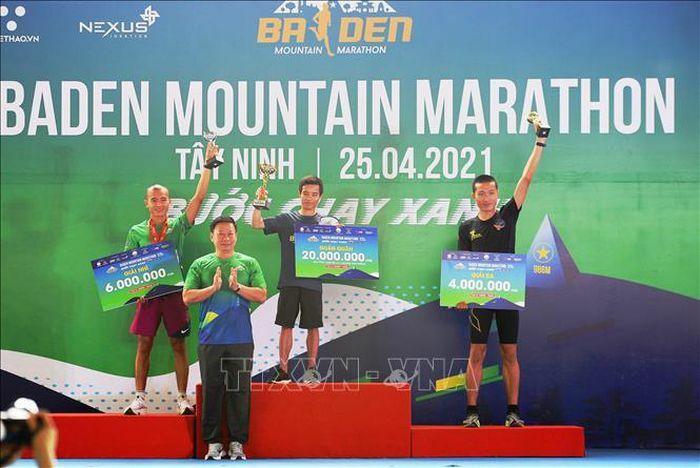 "Giải chạy BaDen Mountain Marathon 2021 truyền cảm hứng du lịch ""xanh"""