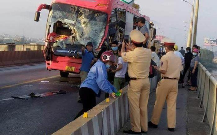 Liên tiếp tai nạn giao thông nghiêm trọng trên cầu Gianh và cầu Quán Hàu