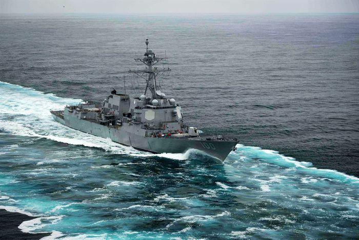 Bí ẩn vụ máy bay không người lái lượn quanh tàu khu trục Mỹ
