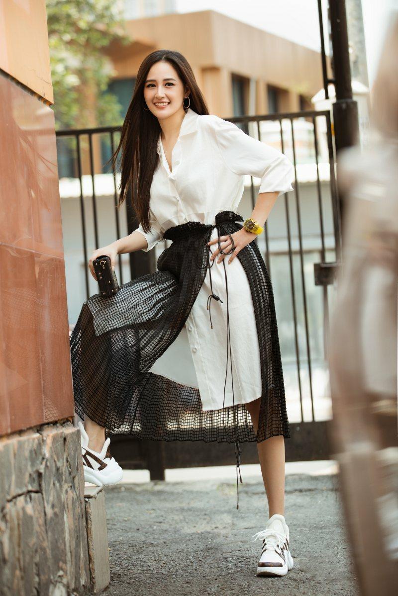 Mai Phương Thuý rút kinh nghiệm chọn trang phục lên sóng truyền hình