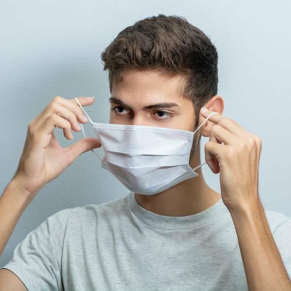 Những kiểu đeo khẩu trang có thể làm lây nhiễm COVID-19 mà bạn không biết