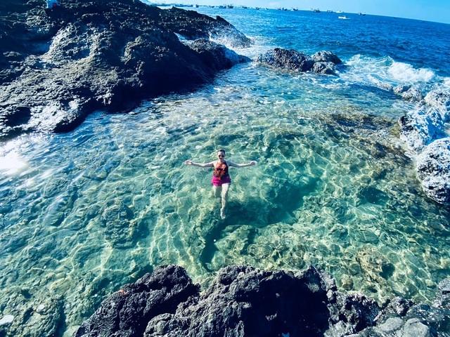 """Độc lạ """"hồ bơi nổi trên biển"""" đẹp như trời Âu ở Bình Thuận"""