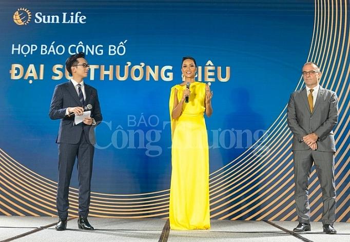 Hoa hậu H'Hen Niê chính thức trở thành đại sứ thương hiệu Sun Life Việt Nam