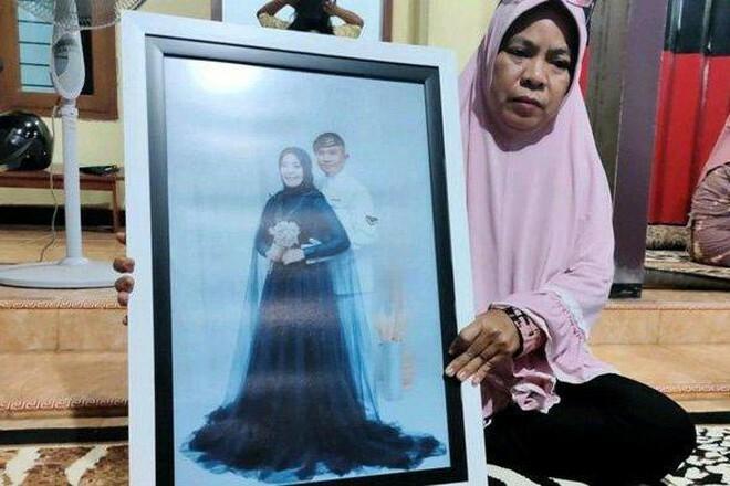 """Thân nhân thủy thủ tàu ngầm Indonesia mất tích: """"Chúng tôi chỉ có thể cầu nguyện"""""""