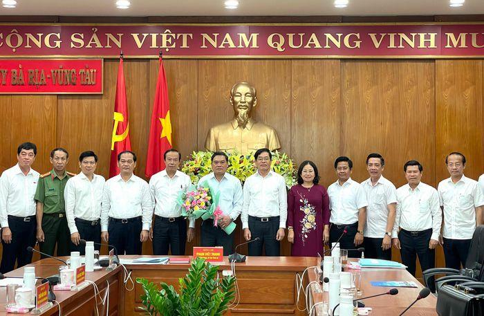 Lãnh đạo tỉnh chúc mừng Đại tá Phạm Phú Ý nhận nhiệm vụ Phó Tham mưu trưởng Quân khu 7 - ảnh 1