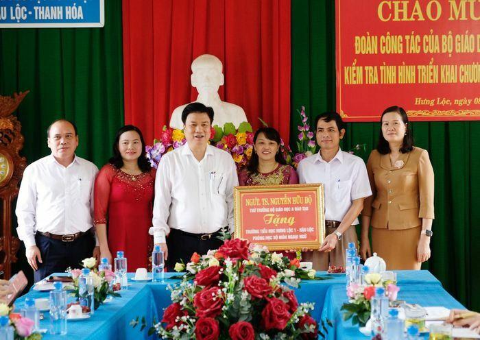 Làm việc tại Thanh Hóa, Thứ trưởng Nguyễn Hữu Độ nhấn mạnh: Thách thức rất nhiều, nhất là dạy học tích hợp