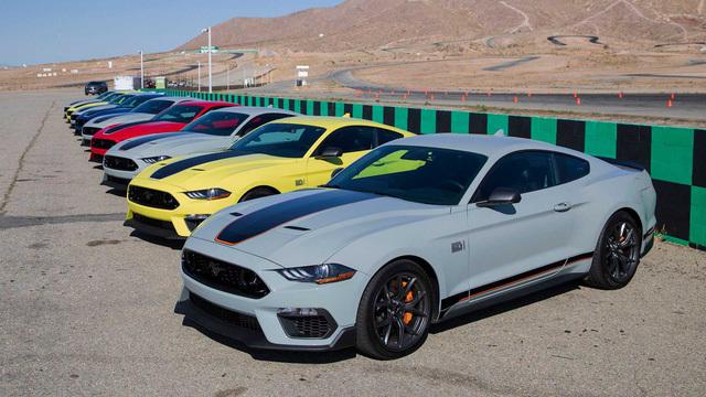 Ford Mustang bán chạy kỷ lục trong phân khúc xe thể thao