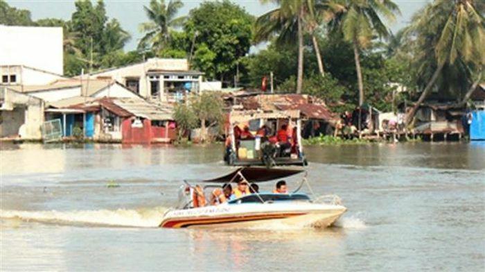 """Tạm đình chỉ 3 cảnh sát liên quan nghi vấn """"làm luật"""" trên sông Đồng Nai"""
