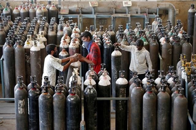 """""""Phao cứu sinh"""" từ Mỹ giúp Ấn Độ hạ nhiệt """"cơn khát"""" ôxy"""