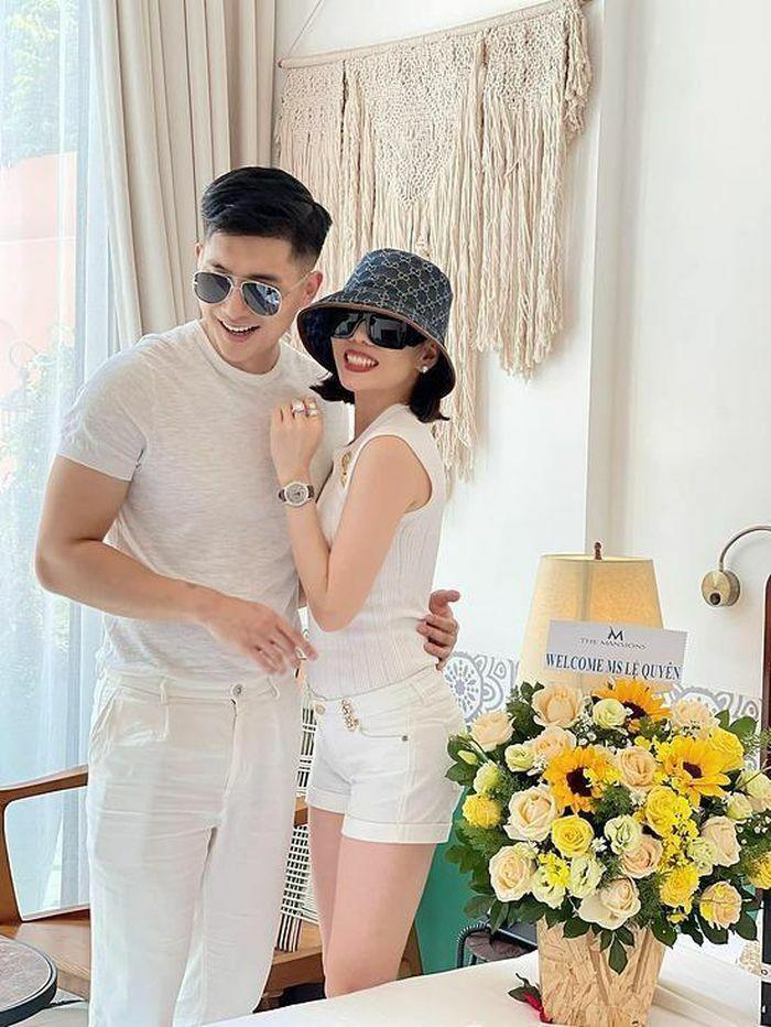 Lệ Quyên tình tứ bên tình trẻ Lâm Bảo Châu đón sinh nhật tuổi 40