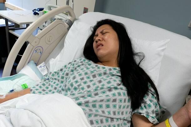 Người phụ nữ sống thực vật hơn 1 thập kỷ bỗng rên lên, bác sĩ hồ hởi nghĩ bệnh nhân tỉnh lại rồi sốc khi thấy đứa trẻ chui ra từ bụng cô