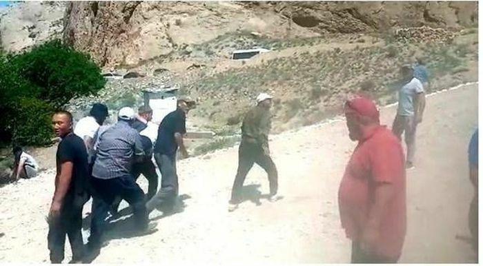 Lực lượng an ninh Kyrgyzstan, Tajikistan đấu súng qua biên giới