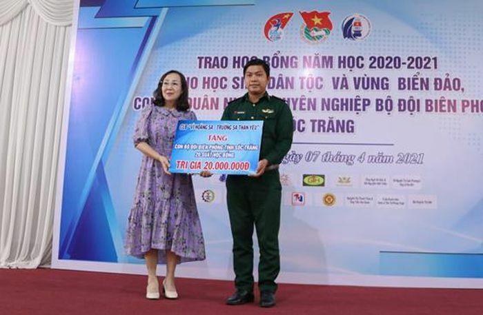 Trao học bổng Vừ A Dính cho học sinh trên địa bàn tỉnh Sóc Trăng