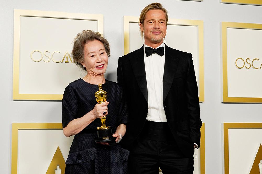 Bị phóng viên hỏi vô duyên về 'mùi' của Brad Pitt, nữ diễn viên Youn Yuh Jung đáp trả nhẹ nhàng