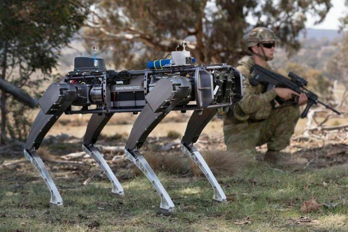 Chán chó thật Mỹ nuôi chó robot để gác căn cứ