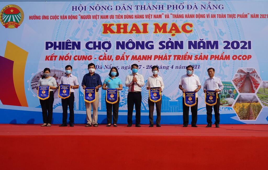 Đà Nẵng: Sản phẩm OCOP, rau sạch, củ, quả tươi ngon hút hàng tại Phiên chợ nông sản năm 2021