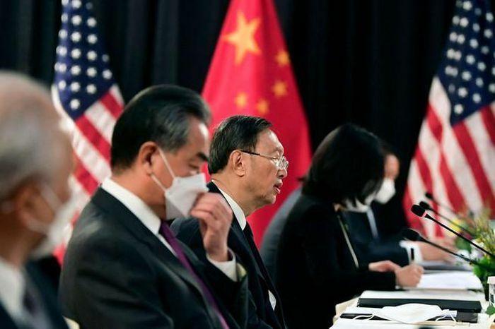 """Phương Tây làm áp lực, Trung Quốc tăng """"ngoại giao chiến lang"""""""