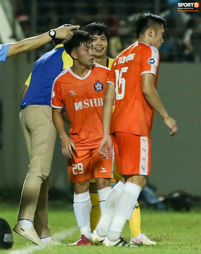 """Công Phượng """"nghe lén"""" HLV Huỳnh Đức, tái hiện khoảnh khắc giữa Son Heung-min và thầy Park"""