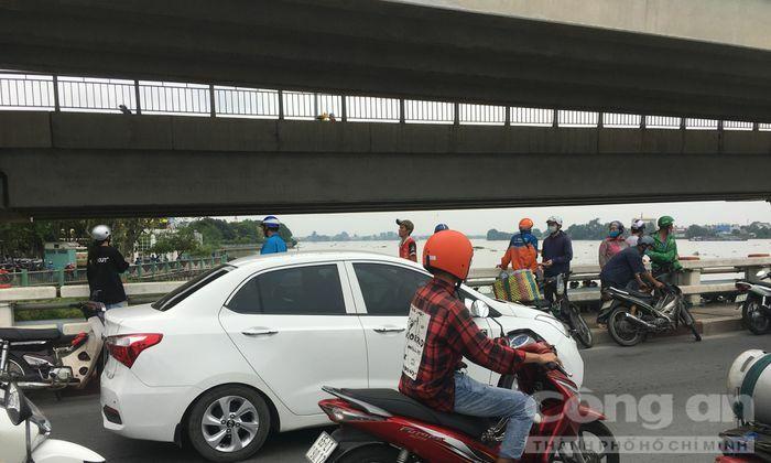 Người phụ nữ bỏ lại xe máy trên cầu Hóa An, nhảy sông Đồng Nai tự tử