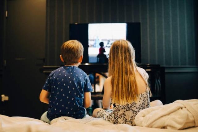 6 điều phải làm nếu muốn con cai điện thoại, tivi khi nghỉ hè