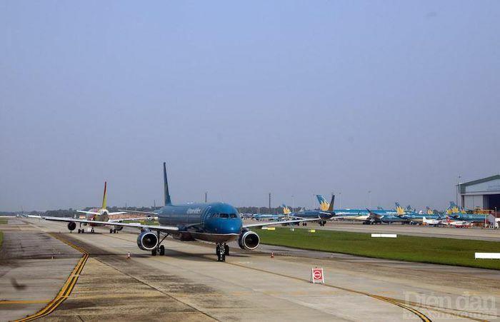 """Đề xuất bỏ trần giá vé máy bay: Quy luật thị trường hay cơ hội """"phá giá""""?"""